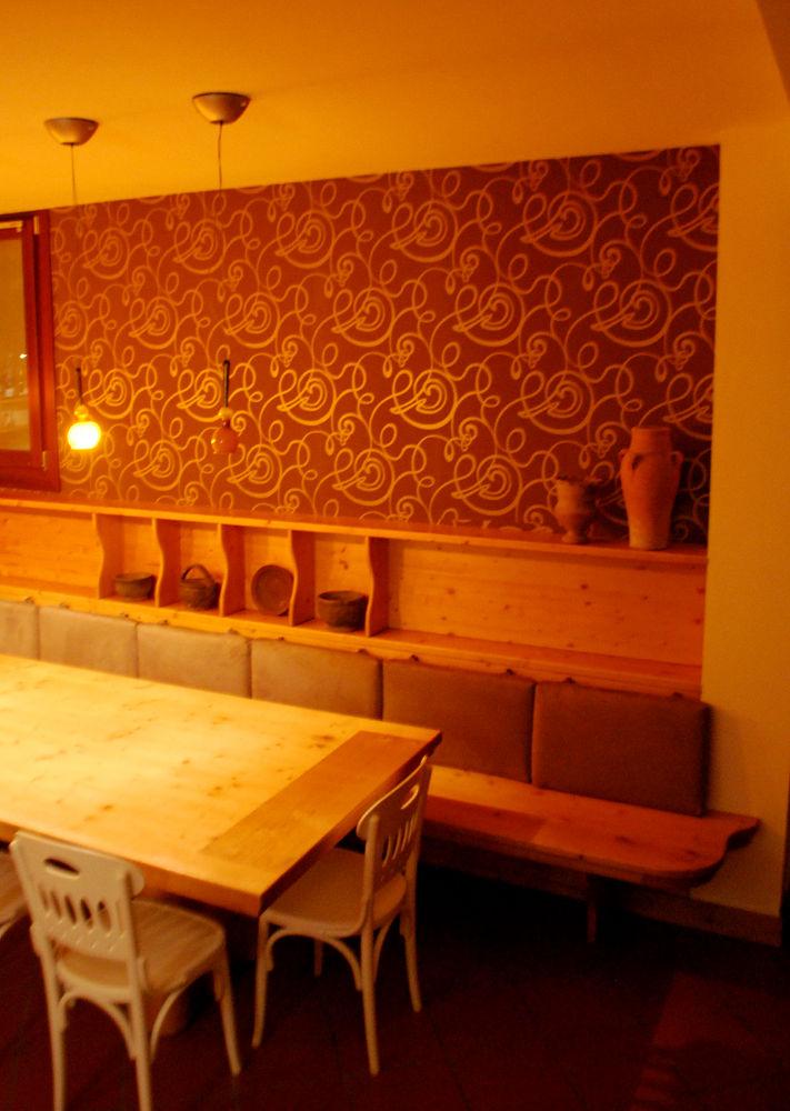 Decorazioni e posa carta da parati - Decorazioni per pareti interne ...